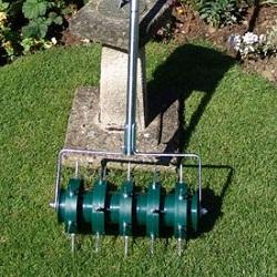 Greenkey Rollender Rasenlüfter 30 cm